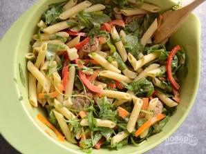 Зимний салат с колбасой - фото шаг 8