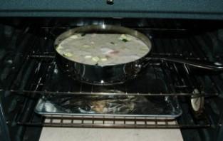 Рис с курицей в соусе в духовке - фото шаг 7