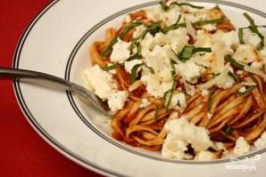 Паста с томатным соусом и запеченной рикоттой - фото шаг 4