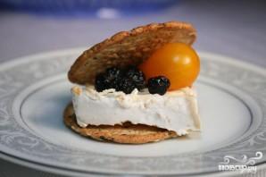 Сырный крекер с черникой и помидором - фото шаг 4