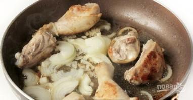 Тушеная квашеная капуста с картошкой - фото шаг 1