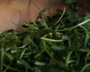 Салат из граната и зеленого лука - фото шаг 1