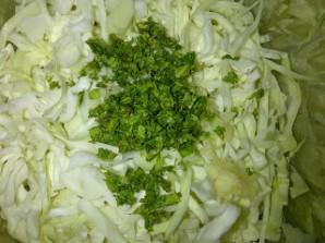 Салат из капусты, помидоров и чеснока - фото шаг 2