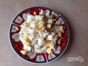Салат из кальмаров с яйцами - фото шаг 5