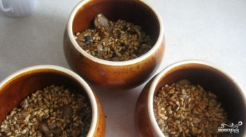 Перловка с грибами в горшочке - фото шаг 4