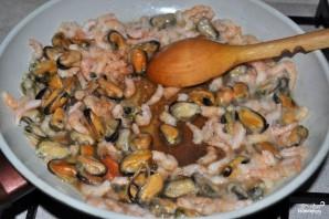 Салат с мидиями и креветками - фото шаг 2