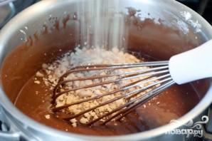 Шоколадный пирог с ореховой глазурью - фото шаг 4