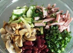 Простой салат из красной фасоли - фото шаг 3