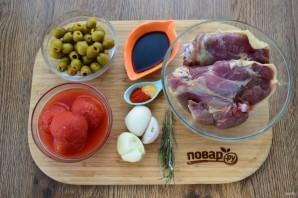 Курица в томатно-оливковом соусе - фото шаг 1