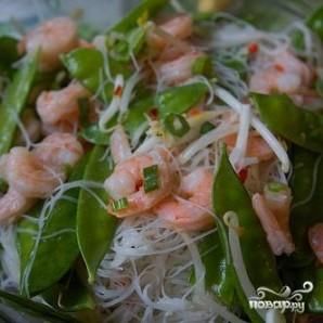 Вьетнамский салат с лапшой и креветками - фото шаг 4