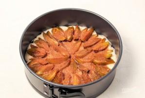 Пирог на кефире со сливами - фото шаг 5