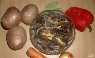 Постный грибной суп из сушеных грибов - фото шаг 1