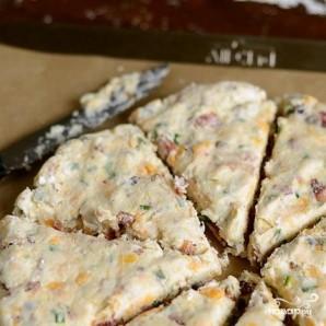 Лепешки с беконом, луком и сыром - фото шаг 5