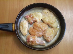 Жареная курица кусочками на сковороде - фото шаг 3