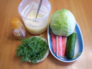 Капустный салат с крабовыми палочками - фото шаг 1
