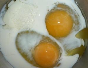 Омлет с колбасой - фото шаг 2