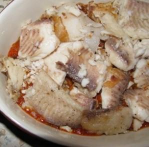 Рыба, тушеная в томате - фото шаг 2