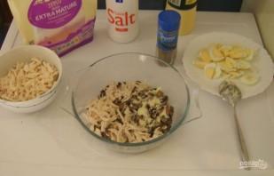 Салат из курицы и шампиньонов - фото шаг 7