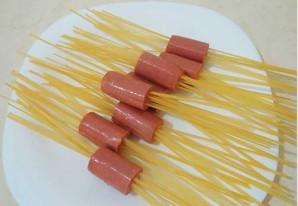 Лапша с сосисками - фото шаг 1