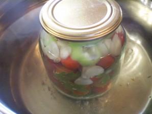 Закатка помидоров с чесноком - фото шаг 4