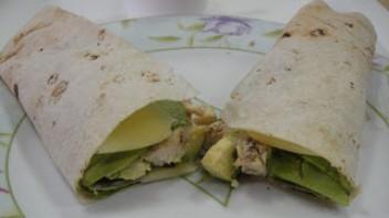 Рулет из тортильи с курицей и авокадо - фото шаг 4