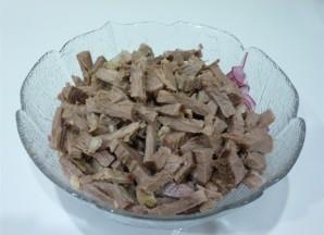Салат с отварной говядиной - фото шаг 3