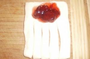 Пирожки слоеные с вареньем - фото шаг 2