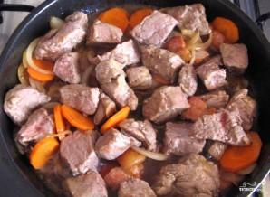 Мясо, тушенное с вином - фото шаг 3