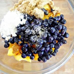 Пирог с черникой и персиками по-деревенски - фото шаг 11