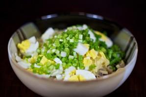 Салат с маринованными грибами - фото шаг 5
