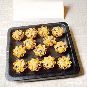 Тарталетки с мясом, фруктами и сыром - фото шаг 6