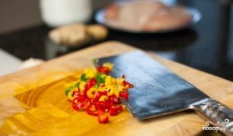 Курица с овощами в воке - фото шаг 1