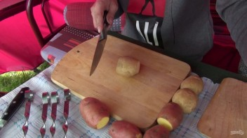 Шашлык из картофеля с салом - фото шаг 1