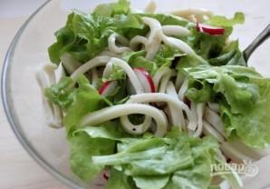 Простой рецепт салата с кальмарами - фото шаг 5