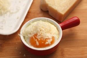 Яичница с креветками и помидорами - фото шаг 4