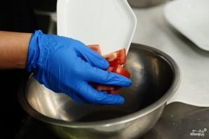 Салат из арбуза с помидорами - фото шаг 2