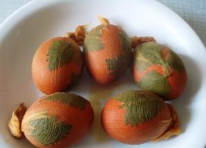 Красные яйца на пасху - фото шаг 4
