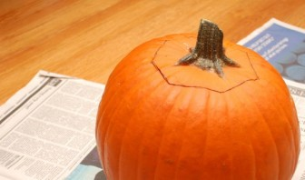 Тыква на Хэллоуин - фото шаг 5