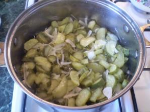 Огуречный салат с луком на зиму - фото шаг 6