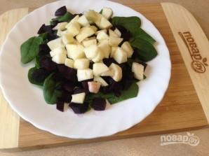 Салат из свеклы с яблоками и шпинатом - фото шаг 3