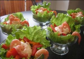 Салат в креманках с креветками - фото шаг 4