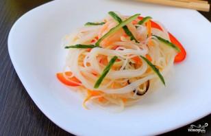 Салат со стеклянной лапшой и овощами - фото шаг 3
