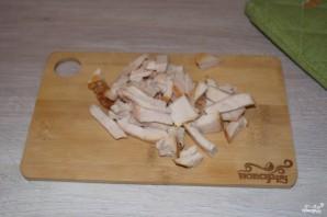 Салат из копченой курицы с черносливом - фото шаг 2