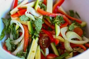 Камбала, запеченная с овощами - фото шаг 2