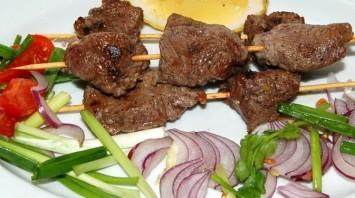 Шашлык на сковороде из говядины - фото шаг 7