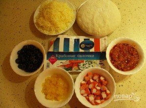 Пицца с крабовыми палочками - фото шаг 1