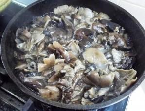 Пельмени, запеченные с грибами - фото шаг 1