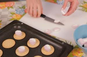 "Печенье с маршмеллоу и ""M&M's"" - фото шаг 2"