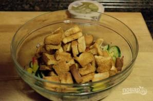Салат из овощей с сухариками - фото шаг 9