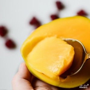 Смузи из манго и ягод - фото шаг 2